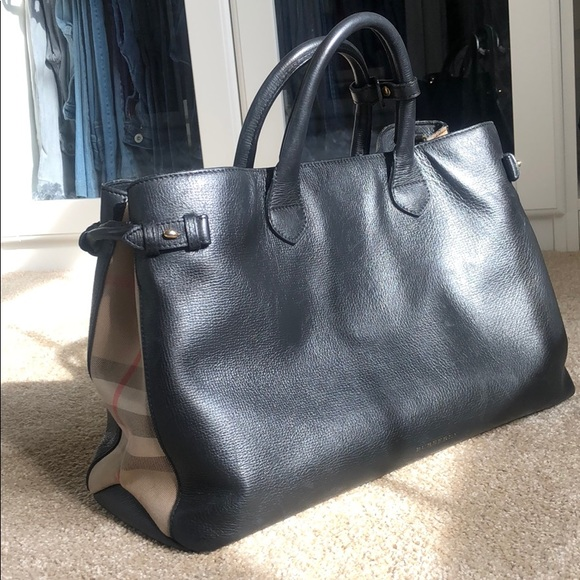 Burberry Handbags - ✨Burberry Medium Banner in Leather and House Check